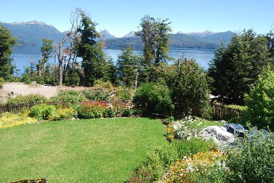 Hosteria Le Lac: Lake view from the garden