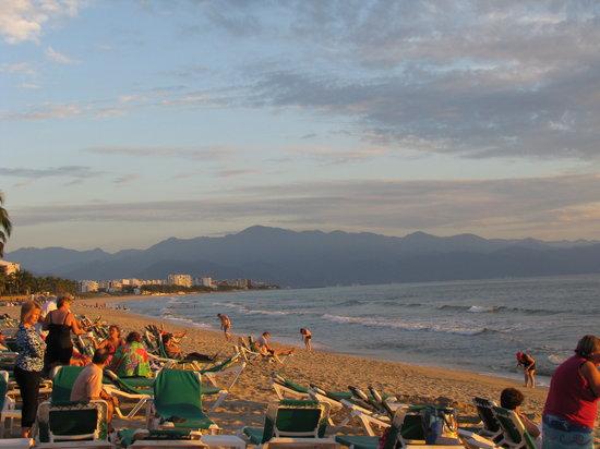 Hotel Riu Jalisco: Beach at sunset