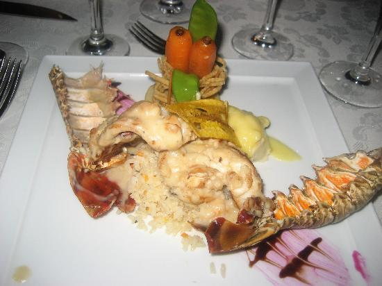 The Royal Playa del Carmen: romantic dinner on the beach, amazing lobster!