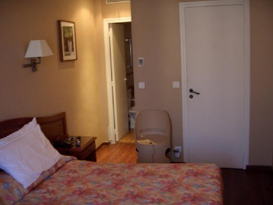 Hôtel Cosmotel : view of the room from the back
