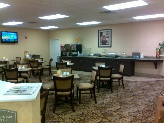 Comfort Suites near Raymond James Stadium: breakfast