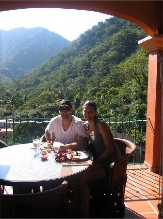 Casa La Ventana: Breakfast on the balcony