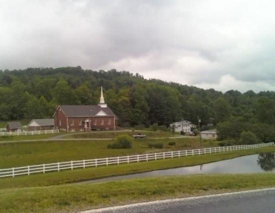 ‪‪Boone‬, ‪North Carolina‬: One of many Baptist churches on our road‬