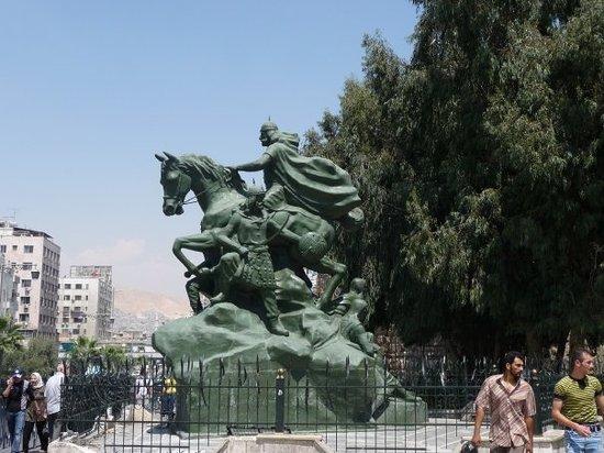 Saladin (Selahedîn) Statue: Statue of Salahadin in Damascus