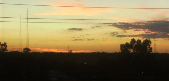 Waikerie, Australia: wow .. sun is gone but clouds look prettyy