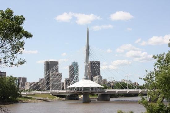 Winnipeg, Canada: restaruant on the footbridge