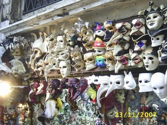 Mercati di Rialto: masks on sale in venice
