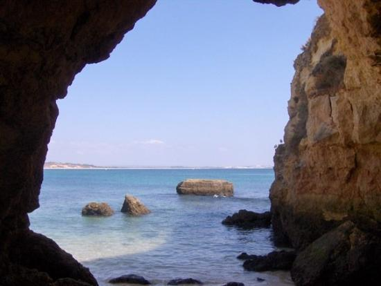 Lagos, Portugal: Another cave to another beach