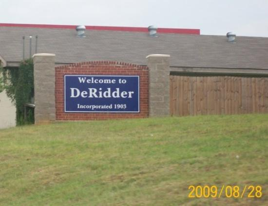 DeRidder, LA: a small but welcoming sign