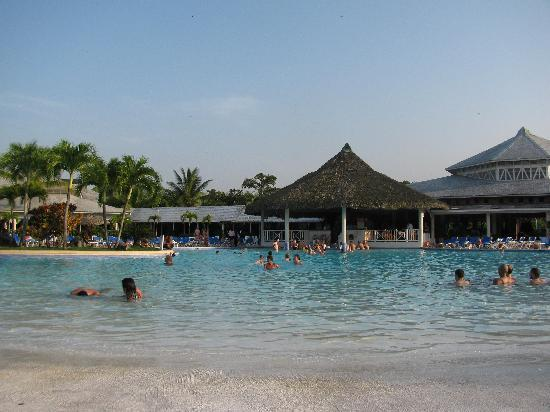 Grand Bahia Principe San Juan: Pool first day
