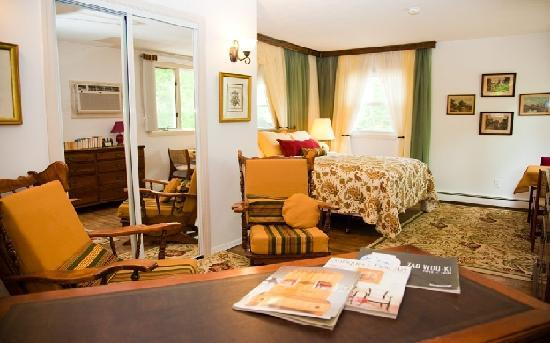 Aunt Betty's Bed and Breakfast: room 1