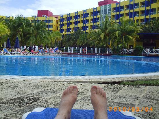 Barceló Solymar: La piscine derrière l'hôtel