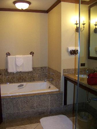 Rough Creek Lodge: Bathroom Tub