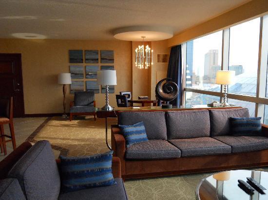 Harrah's Resort Atlantic City: Pillows don't match couch, Door connects to room next door