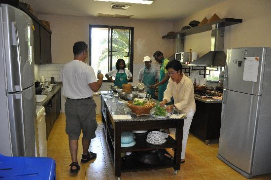 Rising Sun Residence: Wipa's cooking class