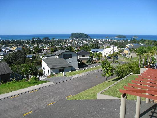 Pacific View B&B: View of Whangamata beach from B&B balcony