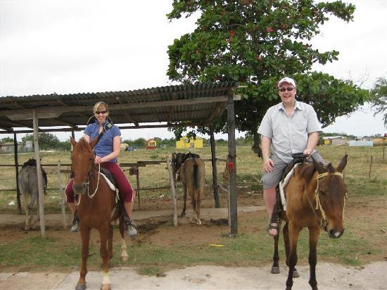 Islazul Villa Don Lino: horseback riding was a great way to see the countryside