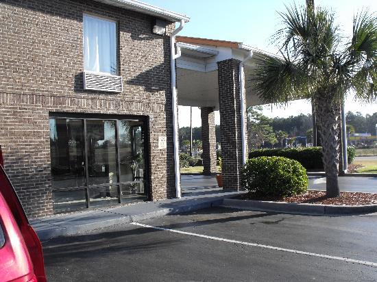 Red Roof Inn Hardeeville: Front Entrance