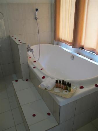 Nurture Wellness Village: bath