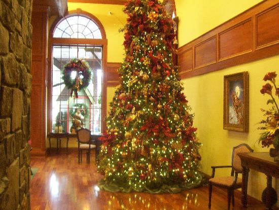 The Inn at Christmas Place: lobby tree
