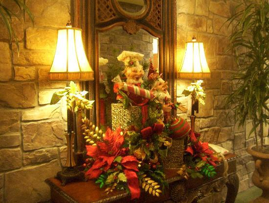 The Inn at Christmas Place : beautiful decor in front of elevator