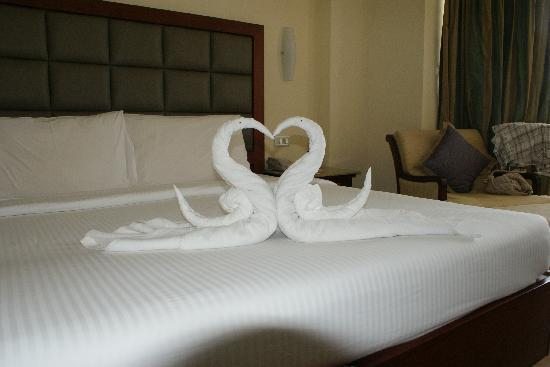 The Gateway Hotel Marine Drive Ernakulam: our last night, the room staff did this,