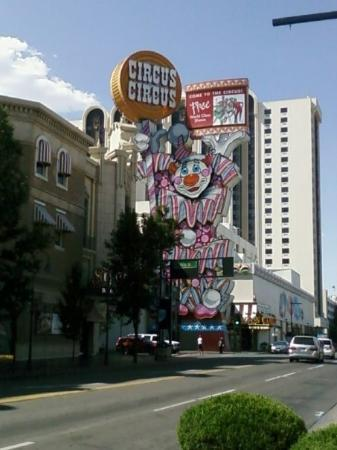 Circus Circus Reno: The clown out side Circus Circus