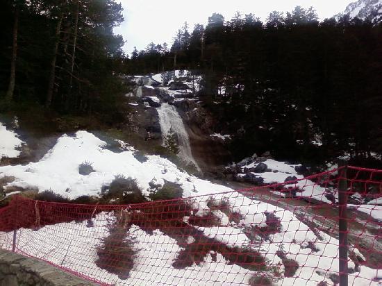 Residence Les Chalets D'Estive : une des innombrables cascades