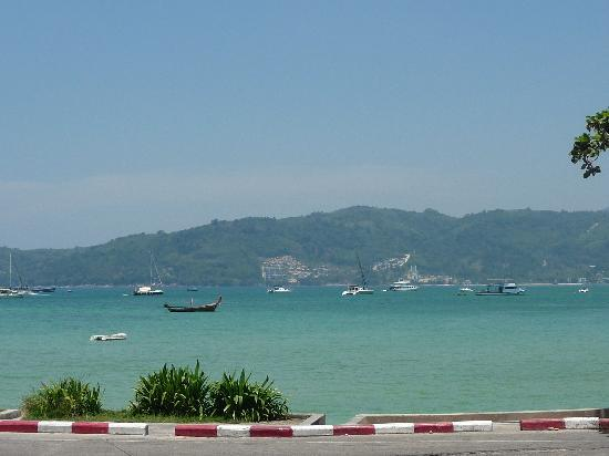 Seaview Patong Hotel: View from breakfast table