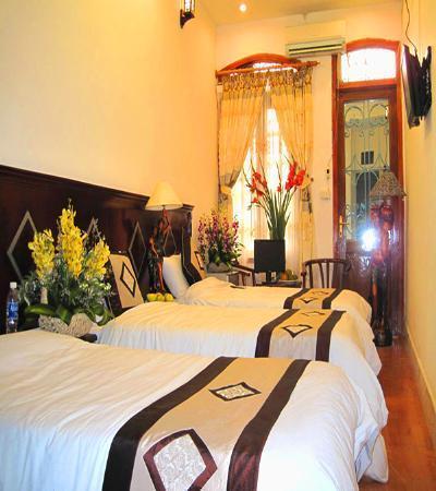 Hanoi Centre 1 Hotel: bookinghotel1@hotmail.com