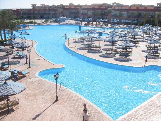 Royal Albatros Moderna: one of the great pools