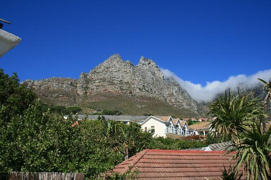 Sundowner: View of Table Mountain from balcony