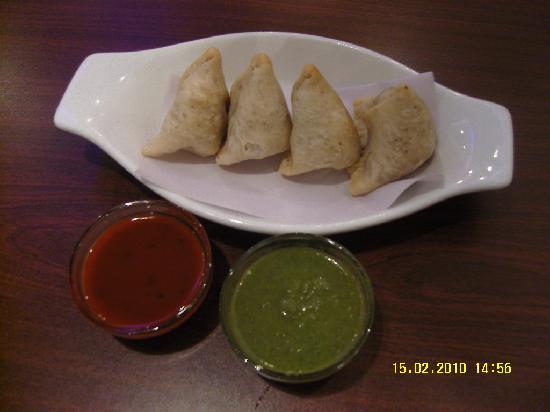 Indian Hot Pot Curry Restaurant : Samosas
