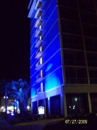 Best Western Corpus Christi: the hotel at night