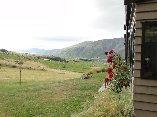 Mt Rosa Lodge: view of the surrounding valley