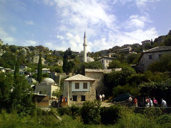 Bosnia dan Herzegovina: view to Madrasa and Sisman Ibrahim-Pasa Mosque