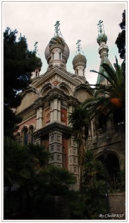 Sanremo, Italien: В центре Сан Ремо находится настоящая русская церковь, ее легко распознать по куполу и позолочен
