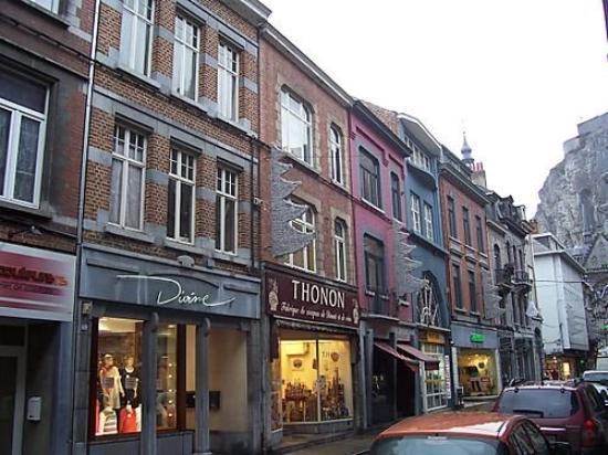 Dinant (Belgique) : rues commerçantes