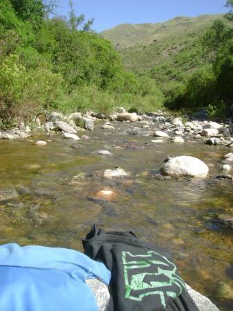Capilla del Monte, Argentina: Arroyo al lado del Camping