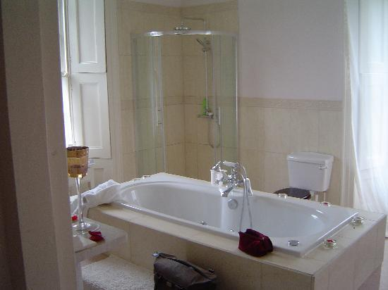 Boulston Manor: Luxury Jacuzzi Bathroom Part 79
