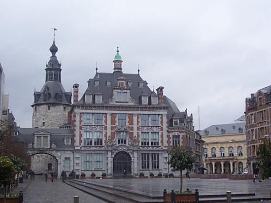 Namur belgique place d 39 armes picture of namur namur for Center carrelage namur