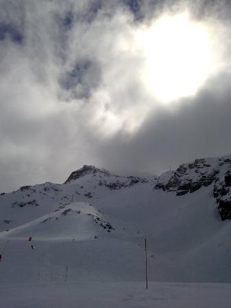 Val Thorens, Frankrike: combe de caron boven in de wolken