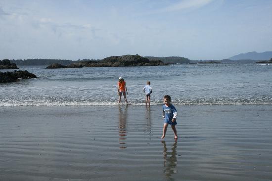 Ocean Village Beach Resort: Play on the Beach