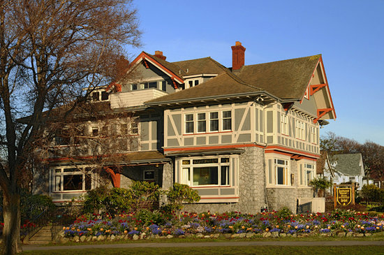 Dashwood Manor Seaside Bed and Breakfast Inn: 1912 heritage designated inn