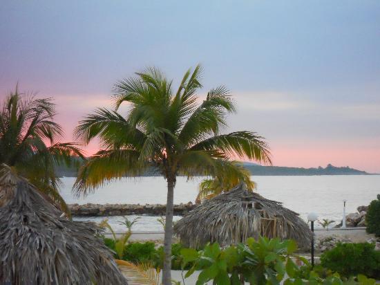 ... pises snack bar - Picture of Grand Bahia Principe Jamaica, Runaway Bay