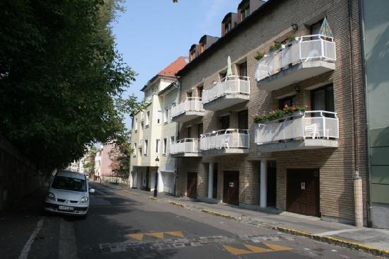 Budavar Bed & Breakfast: From outside