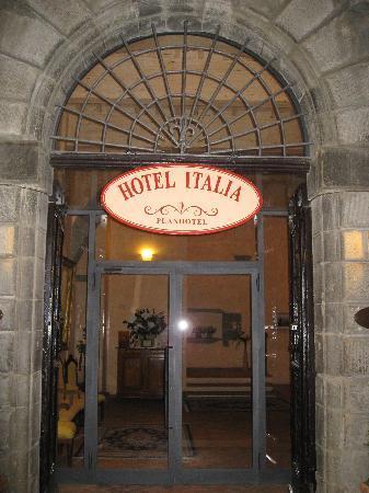 Hotel Italia Cortona: entrance