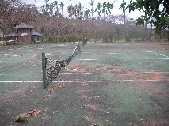 Savusavu, Fiji: Tennis Court?