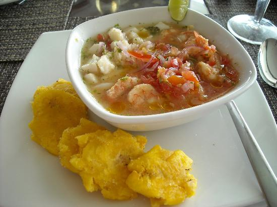 San Clemente, Ecuador: Ceviche with pescado and camarones...yummy!