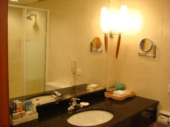 bathroom again picture of 2000 years hotel zhuhai tripadvisor